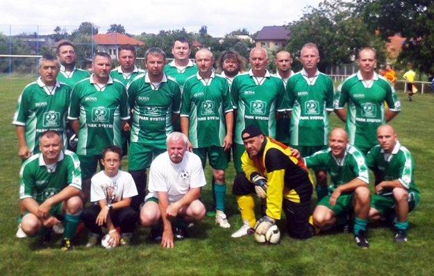 Starí páni Lehoty na snímke z finálového turnaja spred roka v Cabaji-Čápore. V semifinále v nedeľu dominovali na Chrenovej.