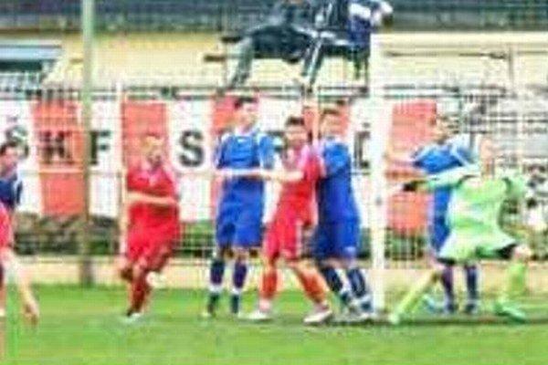 V nedeľňajšom zápase 6.kola III.ligy Západ viedol Novozámčanov v Seredi už nový tréner Andrej Štefanka.