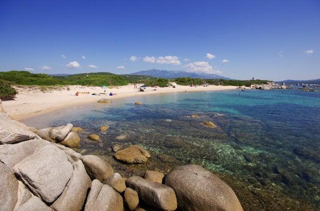 Pláže na Korzike sú chránené pred výstavbou, vrátane stavby hotelov a letovísk.
