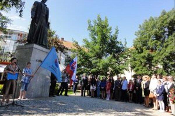 Úvodná slávnosť pod sochou Bernoláka.