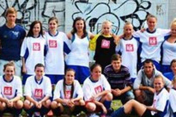 Futbalové družstvo dievčat zo SOŠ HSaO Druhé na majstrovstvách Slovenska.
