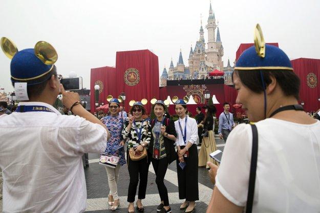 Park v Šanghaji je v poradí už šiestym zábavným disneyparkom. Ďalšie fungujú v Tokiu, Paríži, Hongkongu a tri v USA.