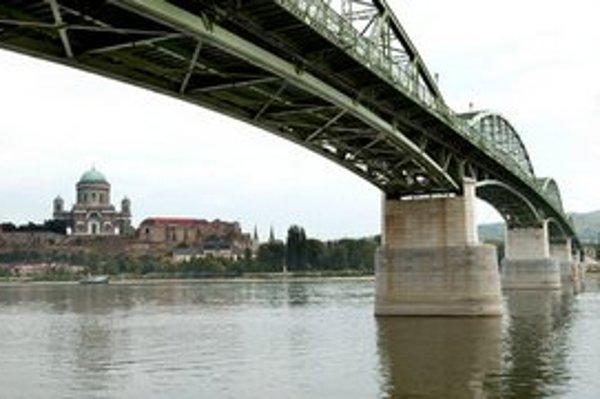 Most, z ktorého skočila žena z Ostrihomu.
