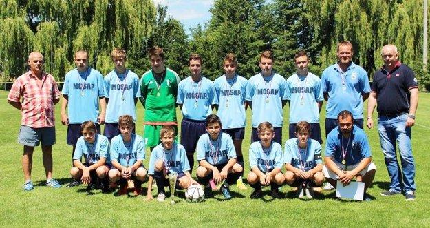 Víťazný tím starších žiakov TJ Slovan Čeľadice.