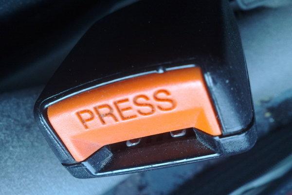 Autoliv, TRW a Takata mali kartelové dohody pri dodávkach bezpečnostných pásov, airbagov a volantov.