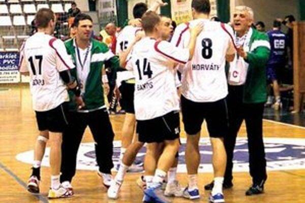 Radosť Novozámčanov po víťaznom zápase.