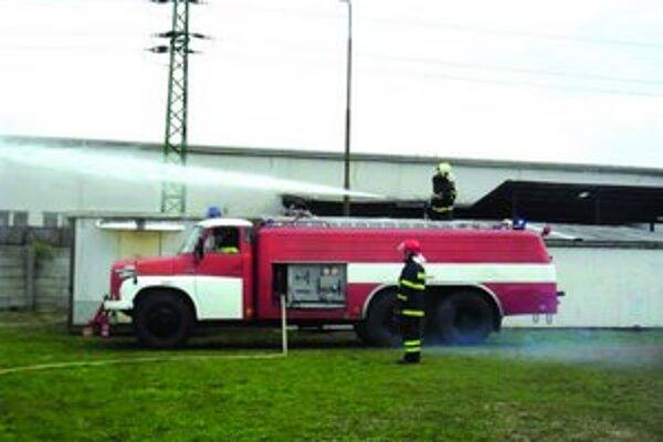 Na DOD sa predviedli aj hasiči. Zahasili požiar.