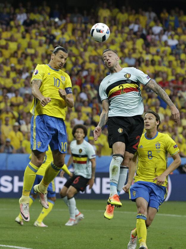 Zlatan Ibrahimovič (s číslom 10) sa na tomto šampionáte stále nepresadil.