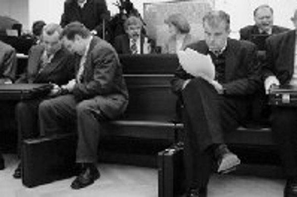 V roku 2005 sa v Prahe konalo súdne pojednávanie s vedením Komerčnej banky pre stratové obchodovanie s rakúskou firmou B.C.L. Trading Baraka Alona. Vedenie porušilo podľa obžaloby v rokoch 1997 až 1999 povinnosť opatrovať a spravovať cudzí majetok a banka