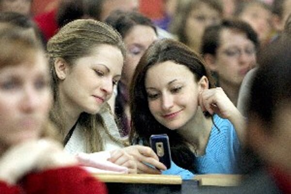 Jedna skupina mladých má problém s hodnotami, tí pracovitejší môžu mať problém s  technológiami v práci.