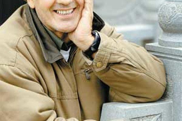 Ján Kroner sa narodil 1. júna 1956. Pochádza zo známej hereckej rodiny. Hercom bol aj jeho otec, tiež Ján a jeho ďalší dvaja bratia Ludovít a Jozef, no iba Jozef sa dal na profesionálnu dráhu. Podobne aj jeho dcéra Zuzana, teda sesternica Jána Kronera. He