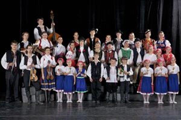 Členovia folklórneho súboru Dunaj.