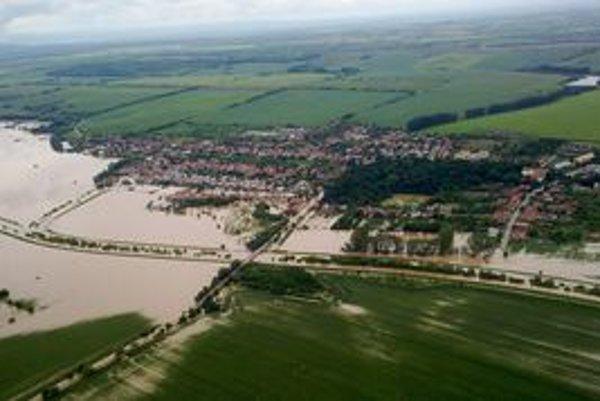 Rozvodnená rieka Žitava.