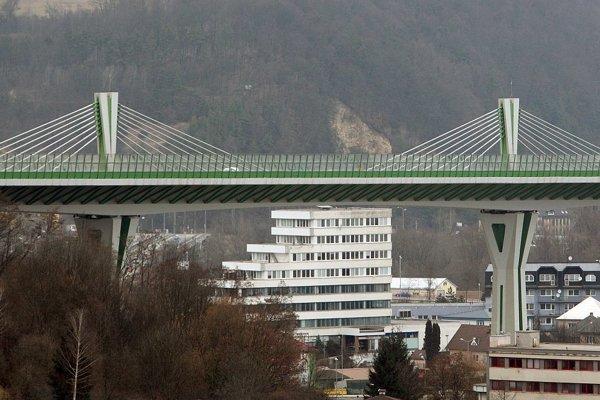Dve noci po sebe bude úsek diaľnice cez Považskú Bystricu bez áut.
