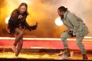 Beyoncé na BET Awards počas vystúpenia s Kendrickom Lamarom