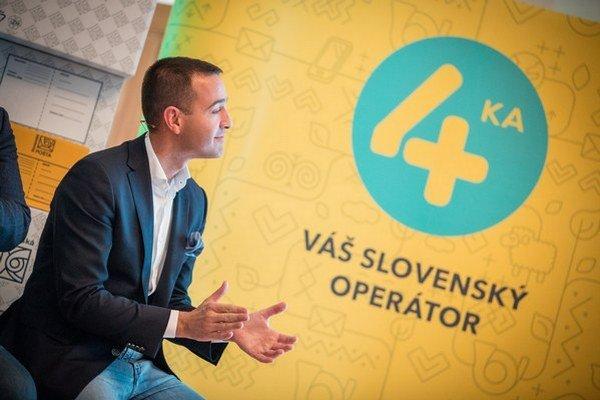 Riaditeľ Slovenskej pošty Tomáš Drucker pri predstavení ponuky nového mobilného operátora v nedeľu 4. októbra 2015.
