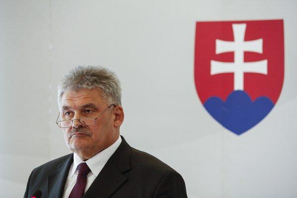 Minister práce Ján Richter pôvodne navrhoval zvýšenie minimálnej mzdy na 400 eur.