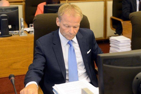 Minister hospodárstva Vazil Hudák.