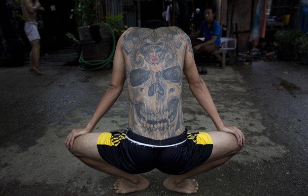 Pouličná posilovňa v Barme