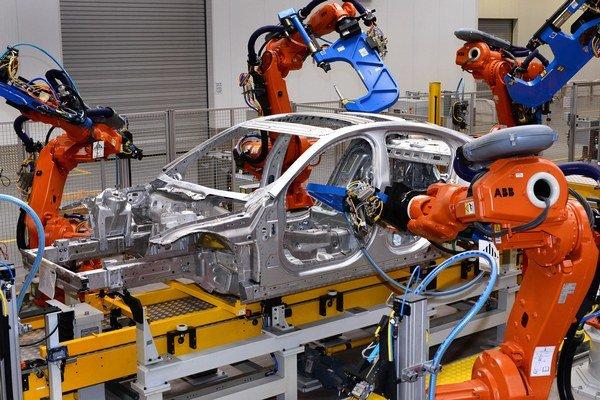 Výroba vozidiel v závode Jaguar Land Rover v továrni v britskom Solihulle.