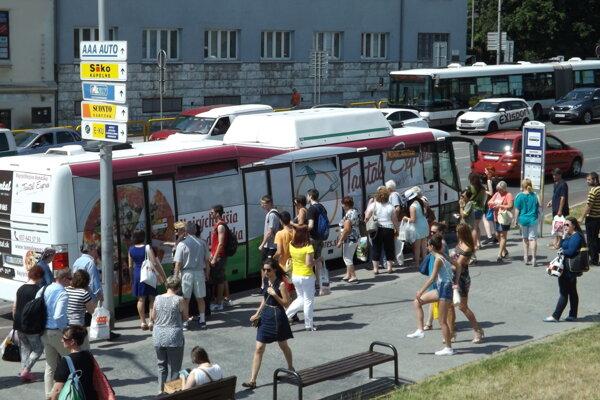 V mestskej autobusovej doprave platia nové tarify.