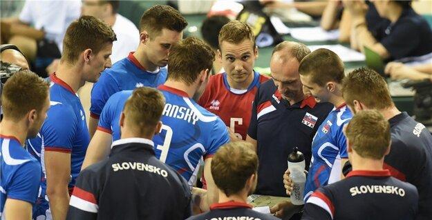 Slovenskí volejbalisti sa po úvodnej prehre tentoraz tešili z víťazstva.