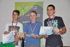 V odbornosti zoológia získal zlatú medailu Jakub Jarabica zo Základnej školy v Starej Bystrici (v strede).