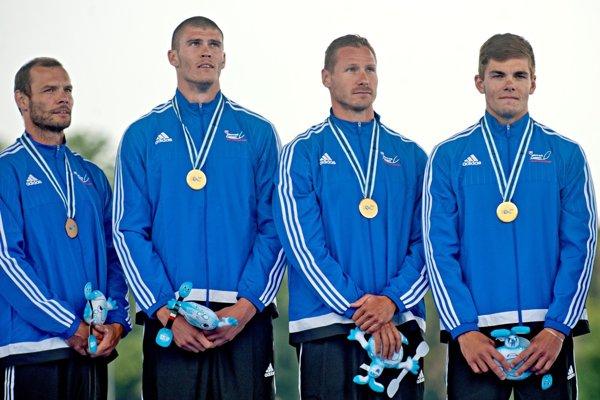 Vpravo Denis Myšák.