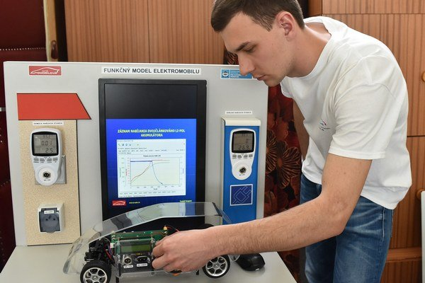 Tomáš Szepesi. Autor plne funkčného modelu elektromobilu.