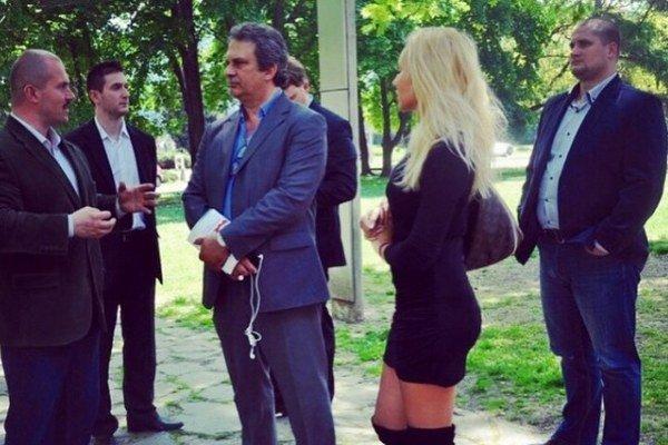 Nina Uherčíková pri práci. Košický poslanec tvrdí, že ju spoznal počas straníckych akcií.