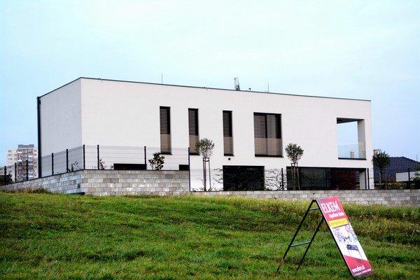Biela vila. Pre médiá Pažinková povedala odhadovanú cenu nehnuteľnosti 300–tisíc eur.