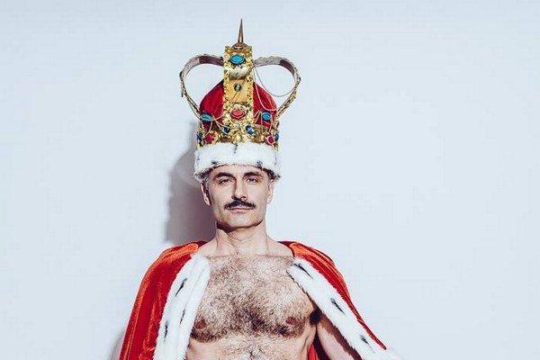 Braňo Kostka ako Freddie Mercury.