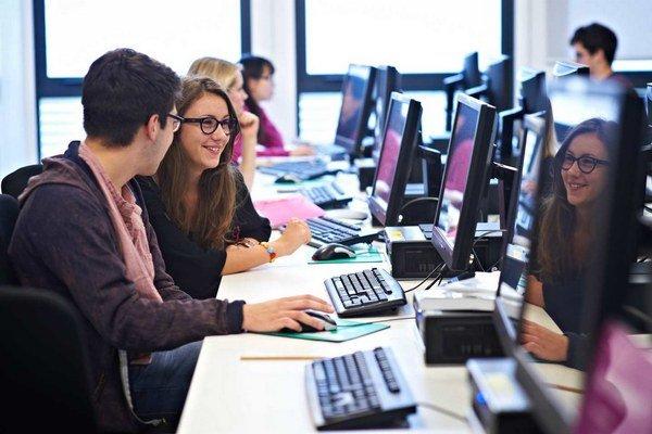 Snahou je pritiahnuť k počítačom a IT čo najviac mladých ľudí.