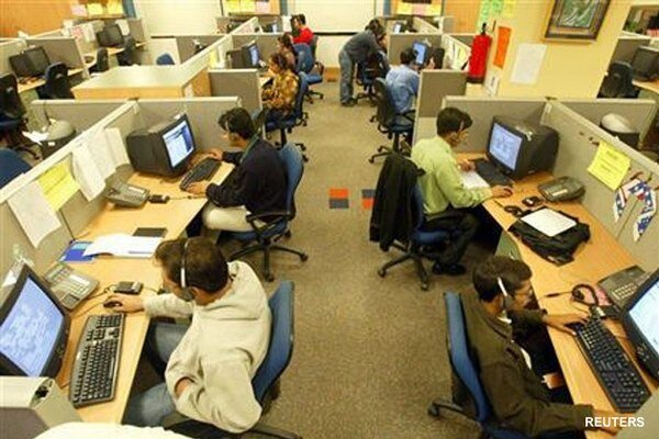 Voľných miest v IT sektore nie je veľa, prácu v ňom si ľudia hľadajú ťažšie.