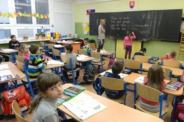 Základná škola Jozefa Urbana v Košiciach. Zapojila sa do neobmedzeného ostrého štrajku. Učia sa len prváci a druháci.