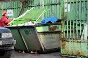 Zberný dvor. Odpad od vás prevezmú len Pri bitúnku. Denne vybavia asi desať ľudí.