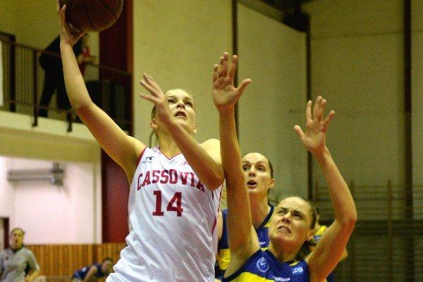 Eva Filičková (vľavo). Šamorínu nastrieľala 20 bodov.
