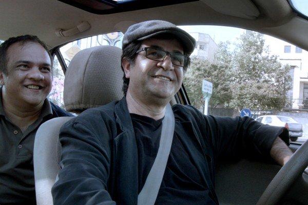 Taxi Teherán. Film z ilegálnej dielne Panahího triumfuje nad politickou represiou.