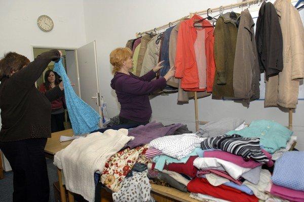 Teplé oblečenie. Pomôže rodinám v núdzi.
