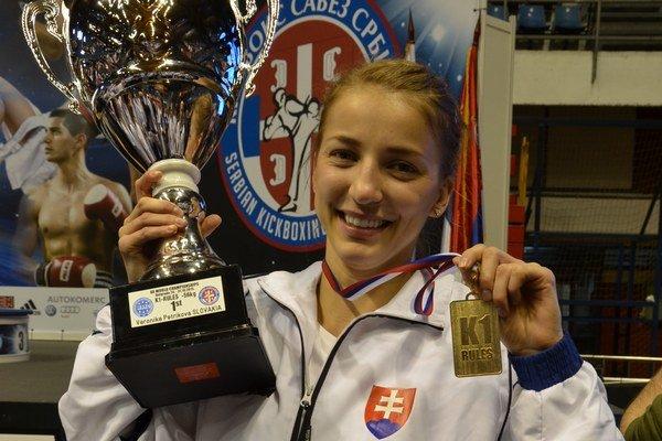 Majsterka sveta. Usmiata Veronika Petríková s cennými trofejami.
