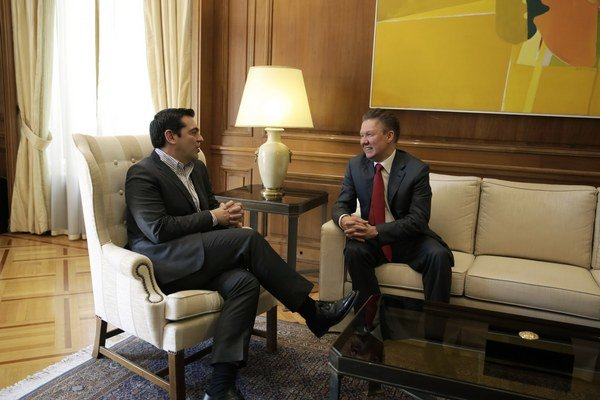 Šéf Gazpromu Alexej Miller (vpravo) s gréckym premiérom Alexisom Tsiprasom v Aténach.