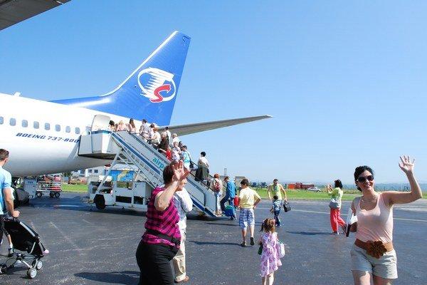 Začína sa dovolenková sezóna. Počet leteckých destinácií sa medziročne o štyri znížil.