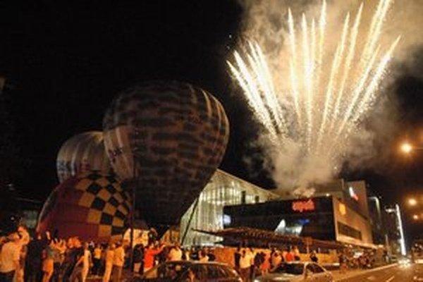 Ani tohto roku by nemalo chýbať atraktívne nočné nafukovanie balónov.