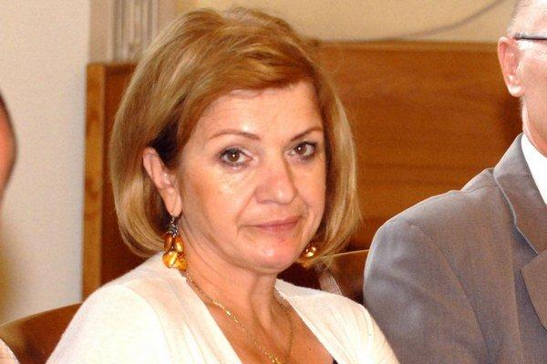 Anna Racková (60). Istotu funkcie neznamenalo ani členstvo v strane, ktorá sľubuje istoty.