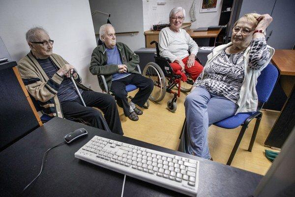 Dôchodcov pribúda, populácia starne.