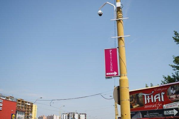 Nová kamera na Moldavskej. Už monitoruje okolie.