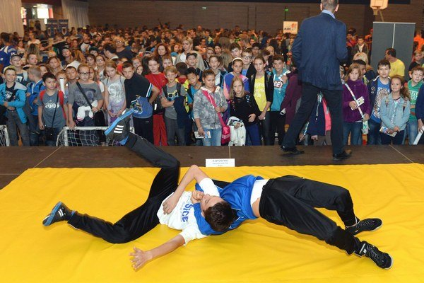 Športom k zdraviu. Školáci si mohli vyskúšať mnoho športov alebo sa len tak pozerať.
