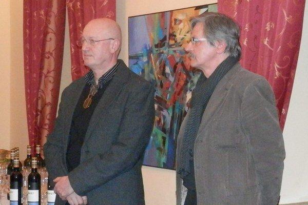 Dvojica umelcov. V. Vajs a V. Šuster prezentujú svoje najnovšie diela.