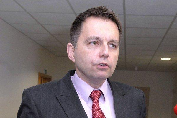 Minister Kažimír. Cez víkend sa pri džine s tonikom vrátil  do svojich stredoškolských čias.