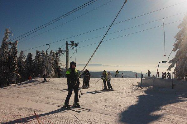 Skipark Erika. Lyžiarom tam zostalo ešte 40 cm snehu.